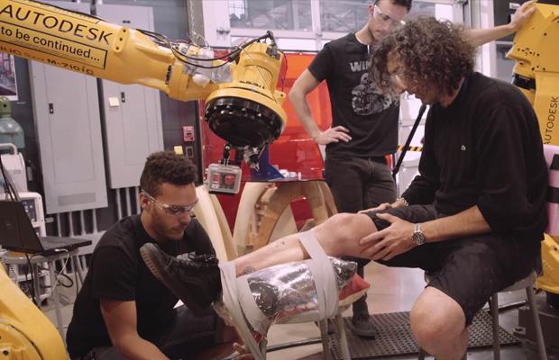 tatuagem feita robô industrial