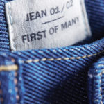 Levi's cria a 1º calça jeans reciclada do mundo feita a partir de cinco camisetas de algodão descartadas
