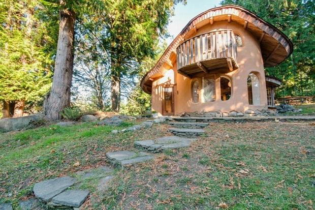unique-cob-cottage-canada-airbnb