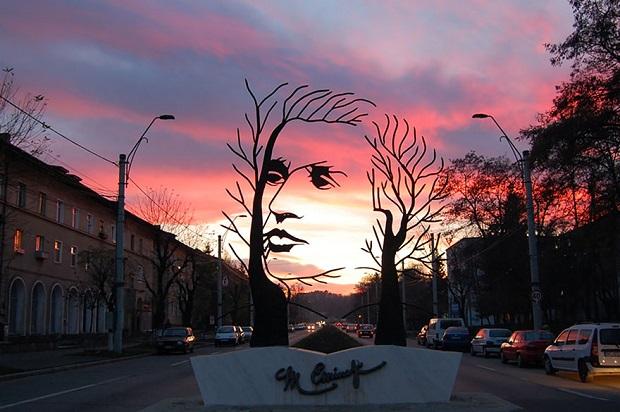 esculturas-mihai-eminescu
