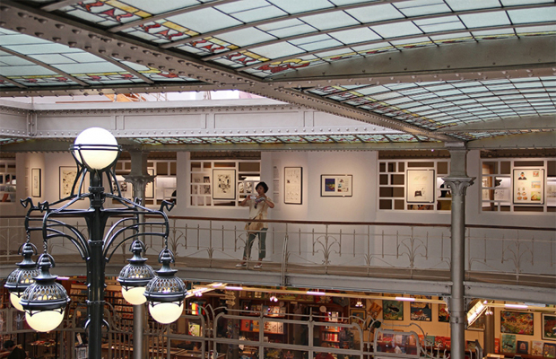 ftc-bruxelas-manneken-peace-street-art-brussels-quadrinhos