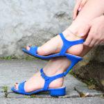Da rasteirinha ao salto alto em questão de segundos, essas sandálias se adaptam à diferentes alturas