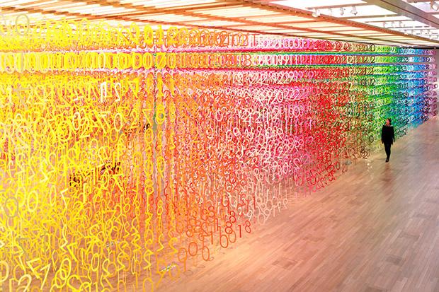 Forest of Numbers: Centro de Arte em Tóquio recebe instalação interativa que traz 60 mil números coloridos de papel