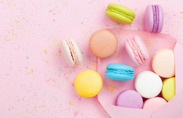 Punchy Pastels: Cores sutis complementadas por tonalidades brilhantes são tendência criativa no design, moda, decoração